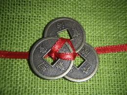 Hiina õnnemündid - amuletid - 3 münti paelaga kokkusõlmitud - UUS - VIIMASED