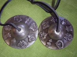 Tiibeti kellad - peal 8 budistlikku õnnetoovat märki - UUS