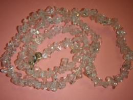 Mäekristall - lihvitud tsipsid - kaelakee - ca 45 cm - VIIMANE
