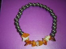 Hematiit + karneool - tsipsidest ja helmestest käevõru - ALLAHINDLUS
