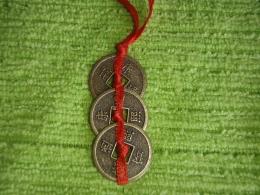 Hiina õnnemündid - amuletid - 3 münti paelaga kokkusõlmitud - VIIMANE