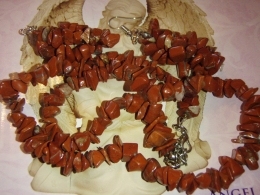 Jaspis - punane jaspis - komplekt - tsipsidest kaelakee ja kõrvarõngad