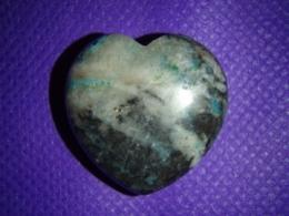 Krüsokolla - lihvitud süda 3 cm - ALLAHINDLUS