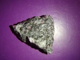 Rubiin - töötlemata rubiin poolvääriskivis