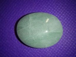 Aventuriin - roheline aventuriin - ovaalne kivi