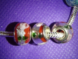 Klaashelmes Pandora käevõrule - punane-roosid