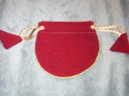 Kott - kuldse paelaga punane velvetkott