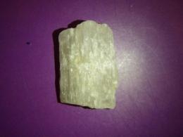 Kuntsiit - töötlemata kristall