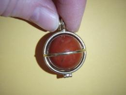 Jaspis - punane jaspis - ripats - kuul kullatud puuris