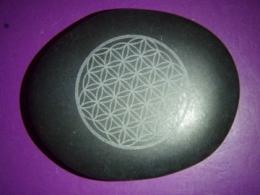Laavakivi - basalt - massaažikivi Elulille mustriga