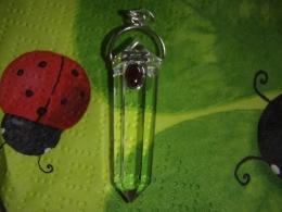 Mäekristall - ripats granaadiga