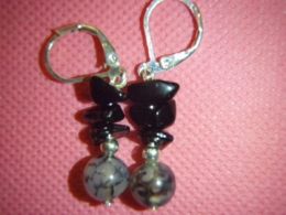 Erinevad poolvääriskivid - kõrvarõngad - must obsidiaan ja ahhaat