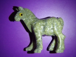 Serpentiin - nikerdatud hobune