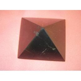 Šungiit - lihvitud püramiid - külg ca 5,3 cm - SUUR ALLAHINDLUS - VIIMANE