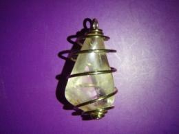 Tsitriin - lihvitud kivi kuldspiraalis