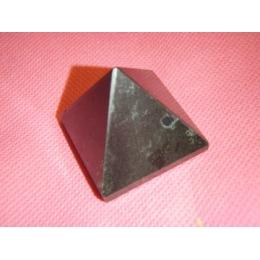 Turmaliin - must turmaliin e schorl - lihvitud püramiid - VIIMASED