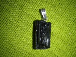 Turmaliin - must turmaliin (schorl) - lihvimata kristall - ripats - UUS