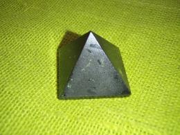Turmaliin - must turmaliin e schorl - lihvitud püramiid - UUS